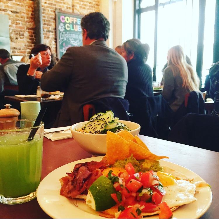 Le Coffee Club rue d'Assas un restaurant new-yorkais à Paris