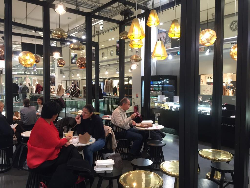 Café Pinson au 66 Champs-Elysées