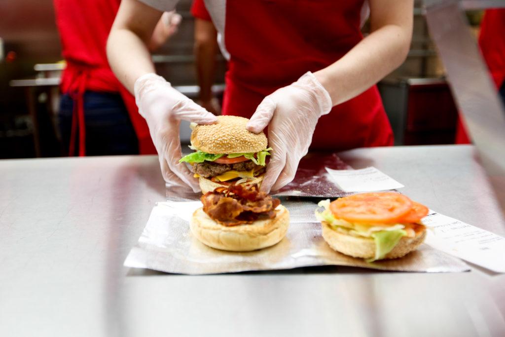 Five Guys Burger and fries à Paris Bercy Village