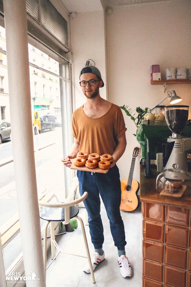 alex fabrique ses propres donuts à paris