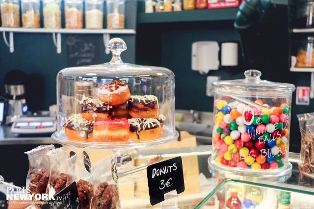 des donuts en vente chez rachel's grocery