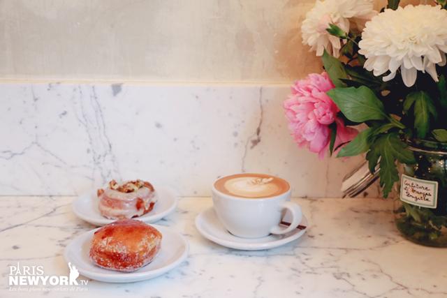 un café et un donut à paris