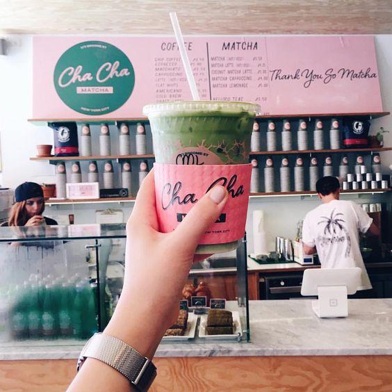 café chacha matcha tendance de la couleur rose à new york