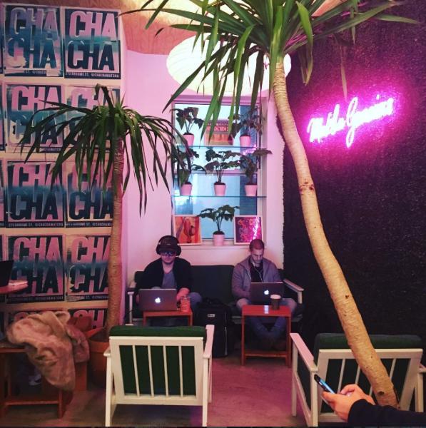 chachamatcha café à new yorkl tendance couleur rose